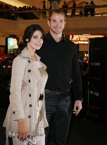 gallery_main-kellan-lutz-ashley-greene-illinois-new-moon-photos-11112009-13
